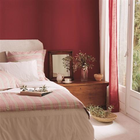 como-elegir-colores-para-casa-pintura-roja-mate